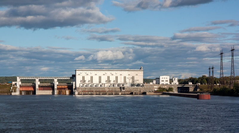 Um aus Wasser Energie zu gewinnen, ist ein Wasserkraftwerk nötig. Dort kann die kinetische Energie des Wassers zur Erzeugung von Strom eingesetzt werden. ( Foto: Shutterstock-_Vadim Lukin)